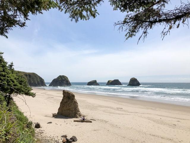 crescent_beach_sea_stacks